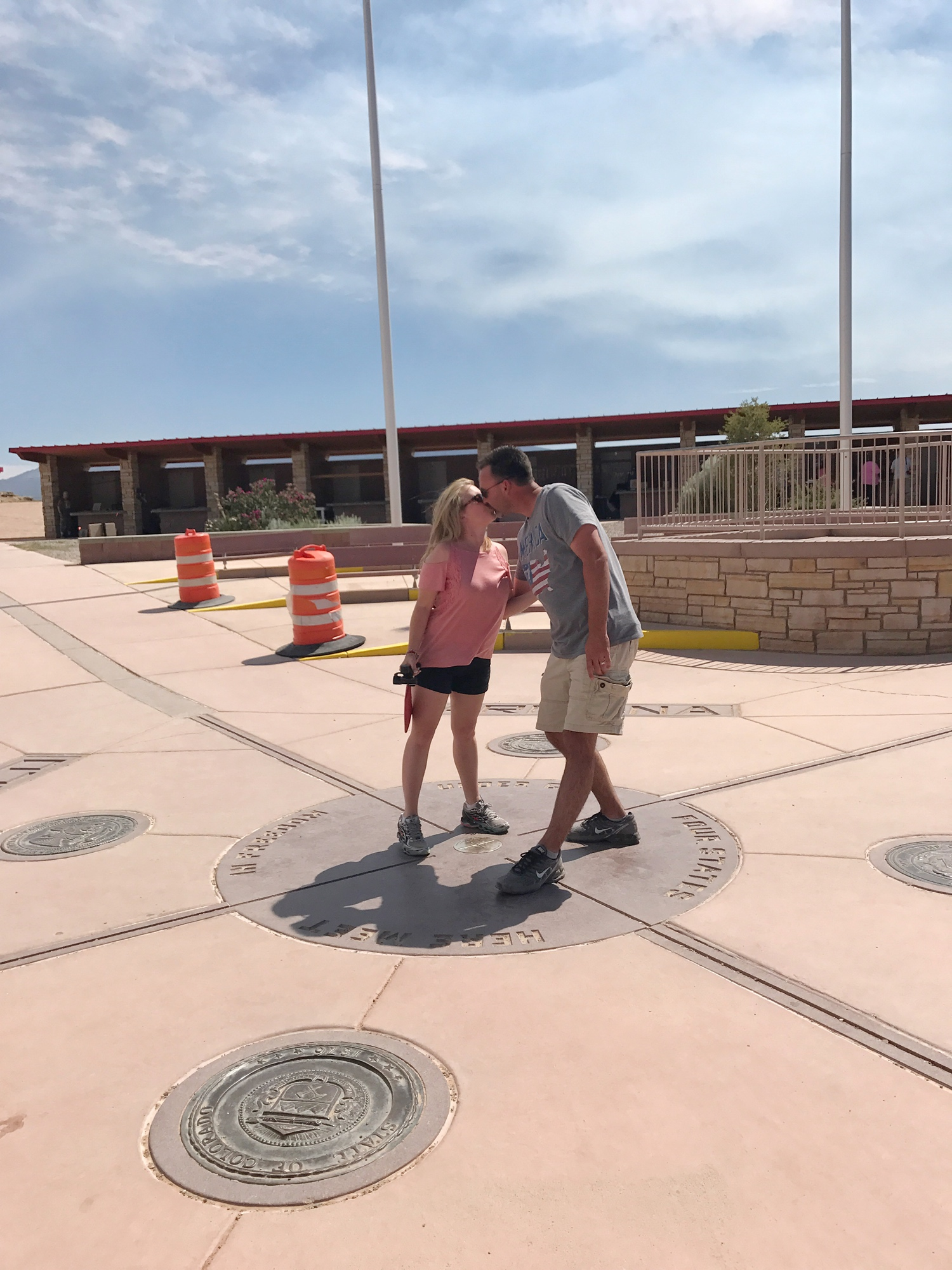 kissing on four corners monument