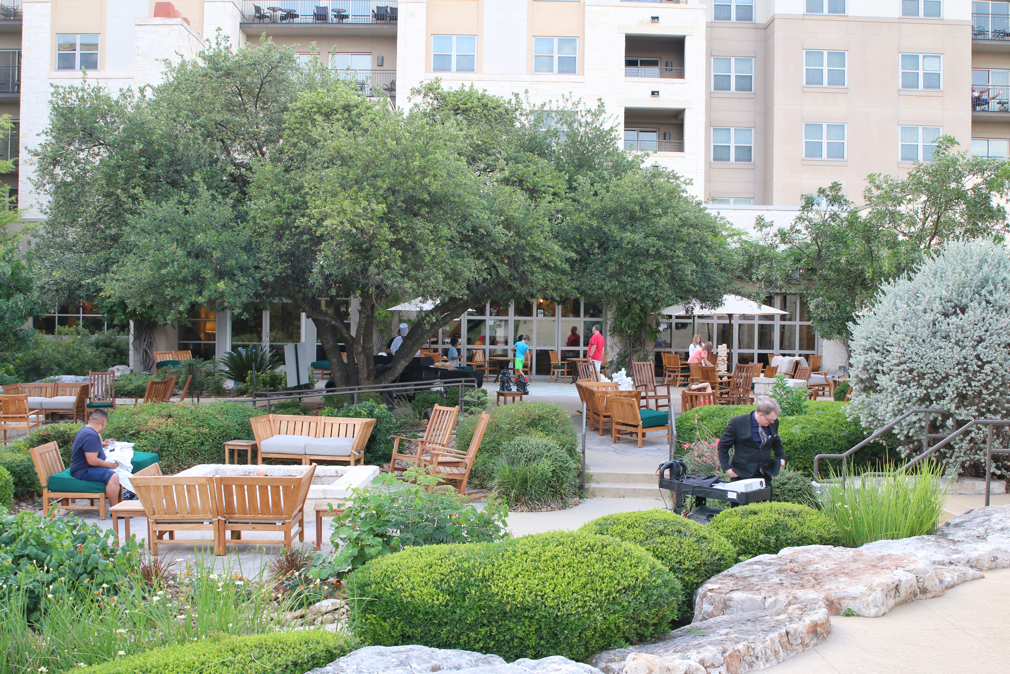 beautiful grounds of Hilton hotel in san antonio