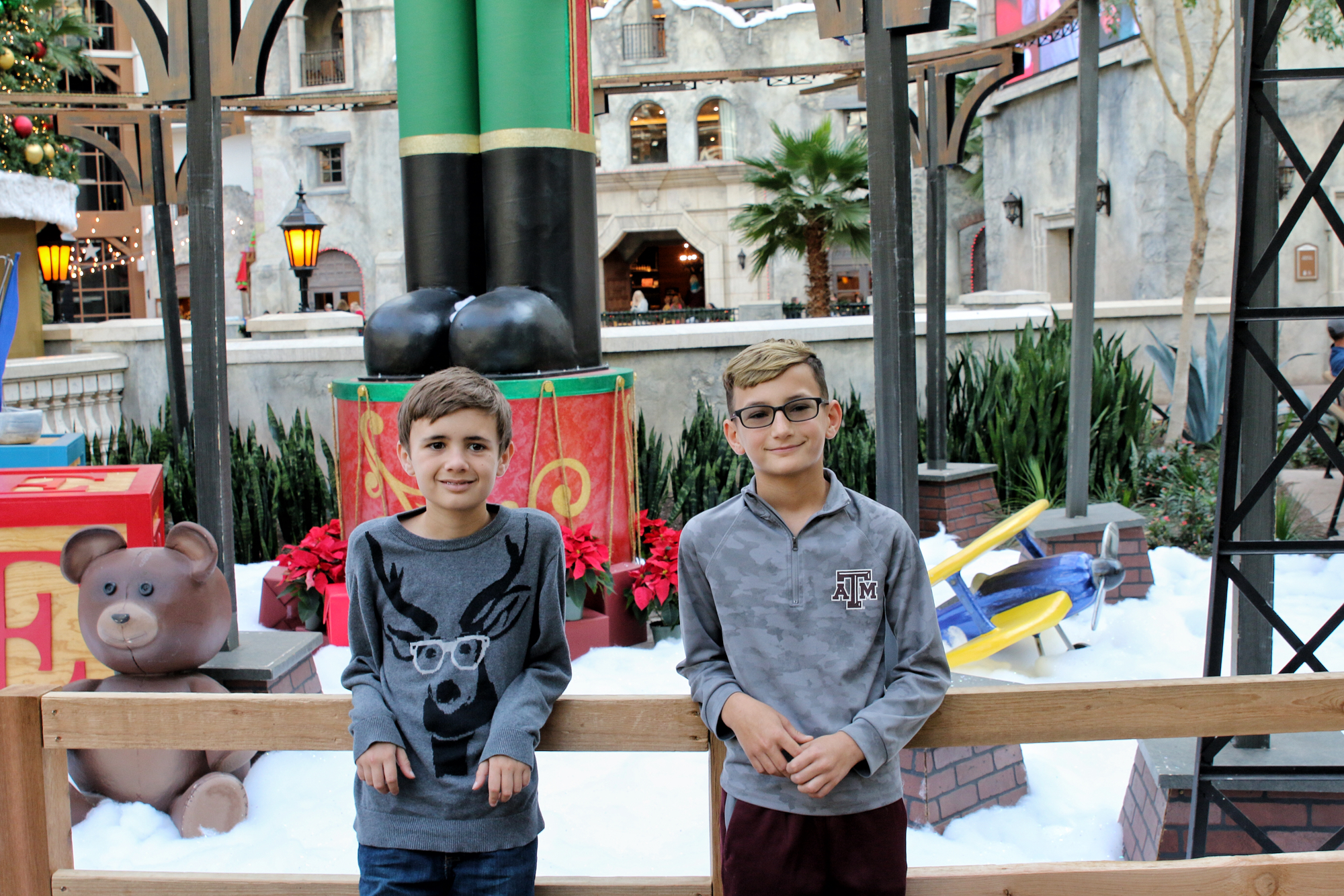 brothers at Gaylord Texan